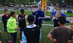 Instruktion under fodboldtræningen
